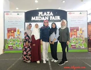 foto bersama blogger dan program manajer PJI