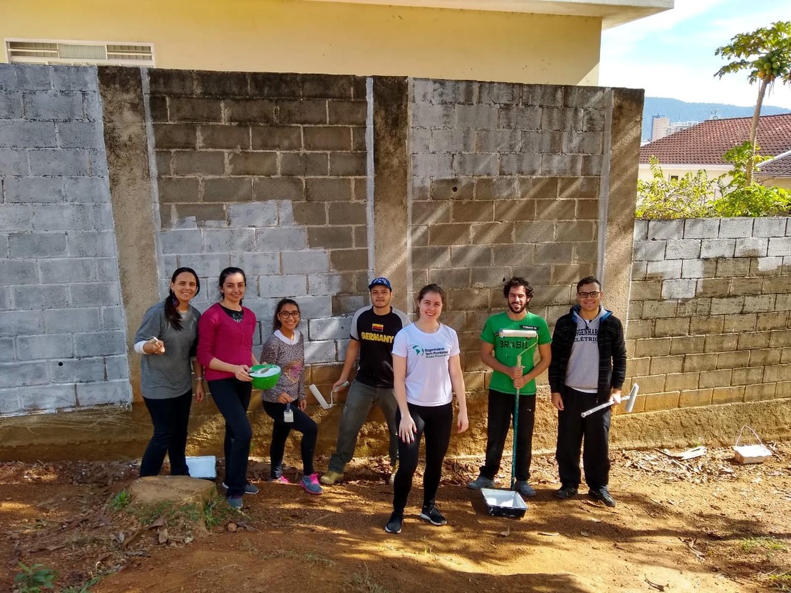 Estudantes de Engenharia reúnem voluntários para mutirão de limpeza em Poços de Caldas, MG
