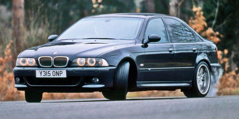 طراز M5 E39 الذي طرحته الماركة في التسعينيات ضمن الفئة الخامسة بمحرك V8.