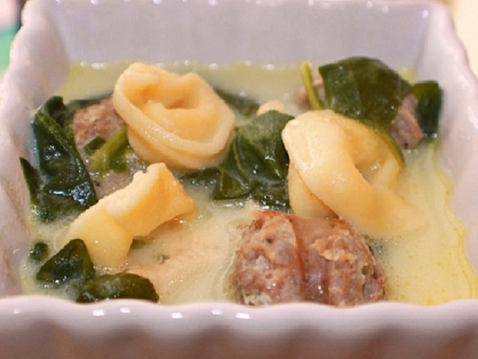 this is a fresh tortellini chicken soup with spinach