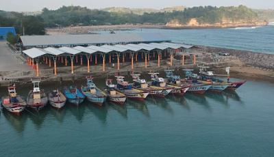 https://www.halolibur.com/2019/07/pantai-tambakrejo-blitar-objek-wisata.html
