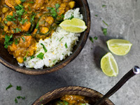 Sweet Potato, Chìckpea and Spìnach Coconut Curry