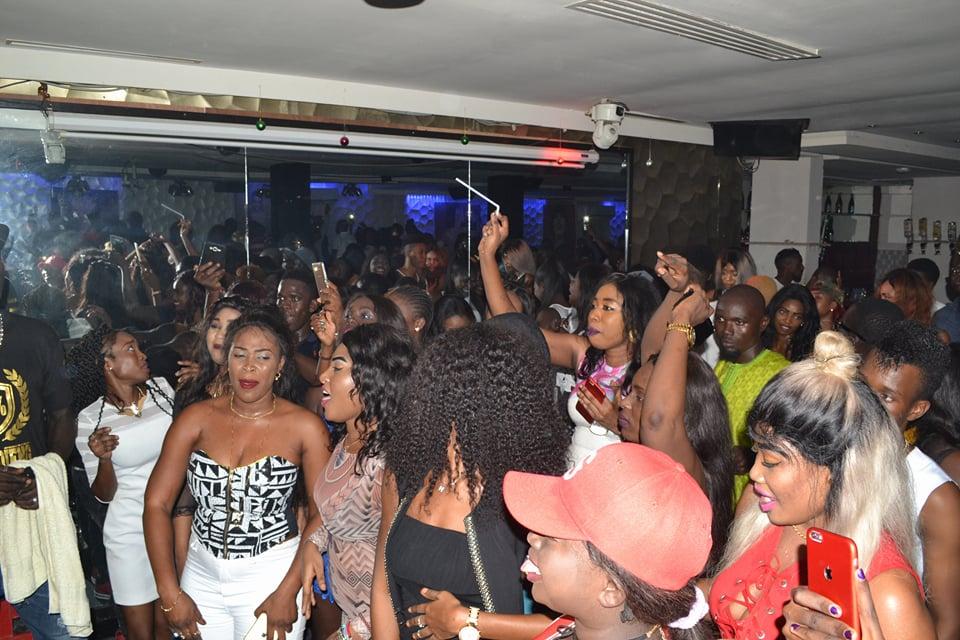 Le Duplex, la boite huppée au Sénégal : Discothèque, club, night, soirée, party, concert, boite, nuit, week, end, loisirs, ambiance, sortie, musique, DJ, danse, Duplex, bar, LEUKSENEGAL, Dakar, Sénégal, Afrique