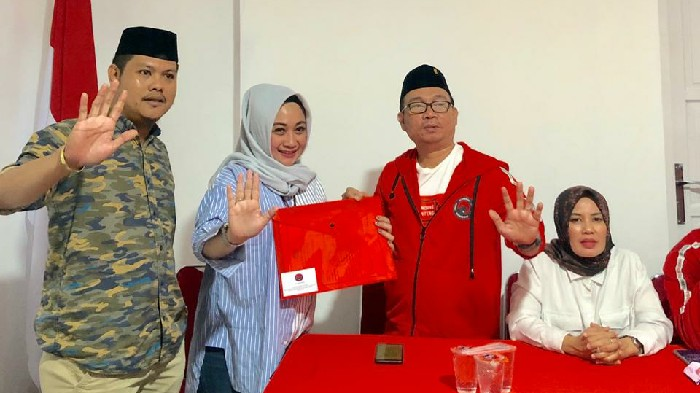 Serius Maju di Pilwalkot Makassar, Julia Kembalikan Formulir ke PDIP