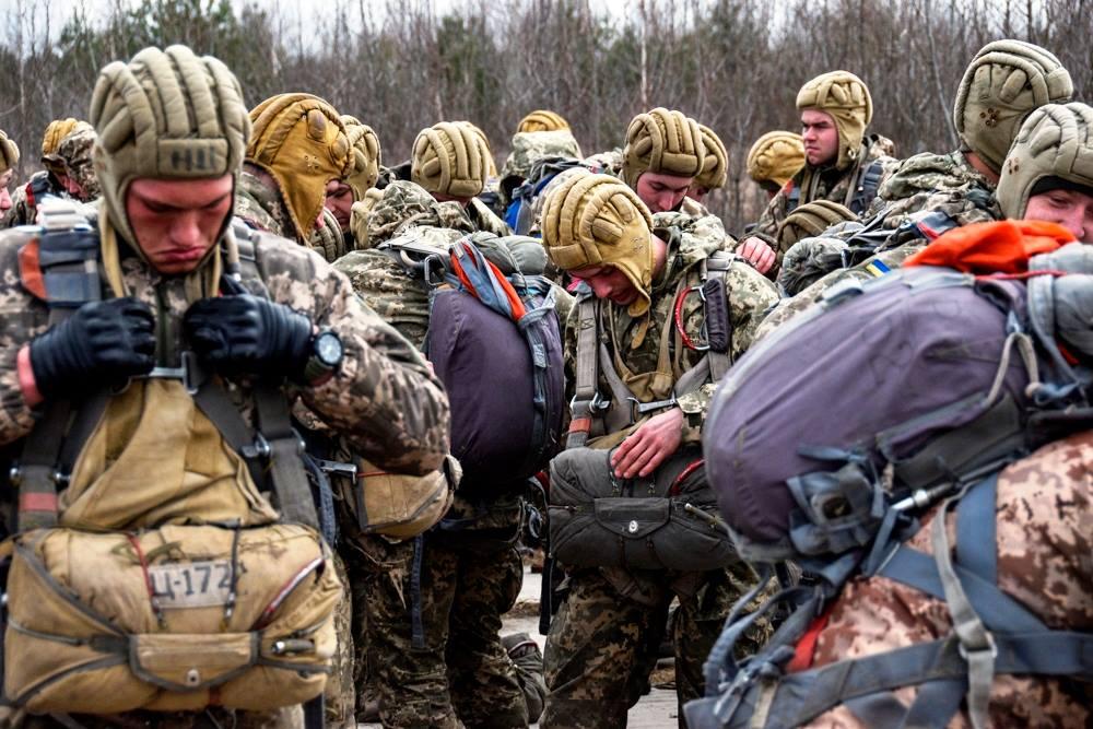 Українські десантники отрмають сучасні десантні шоломи
