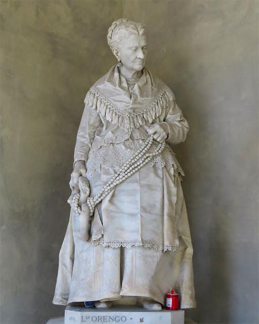 Caterina Campodonico, the peanuts pedlar, by Lorenzo Orengo, Monumental Cemetery of Staglieno, Genoa