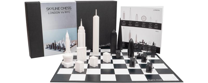 Juego de ajedrez con el Skyline de grandes ciudades