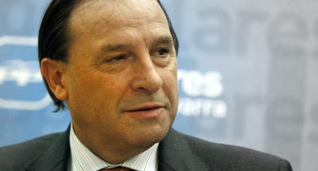Martínez-Pujalte ingresó 3,5 millones de euros en un año siendo diputado