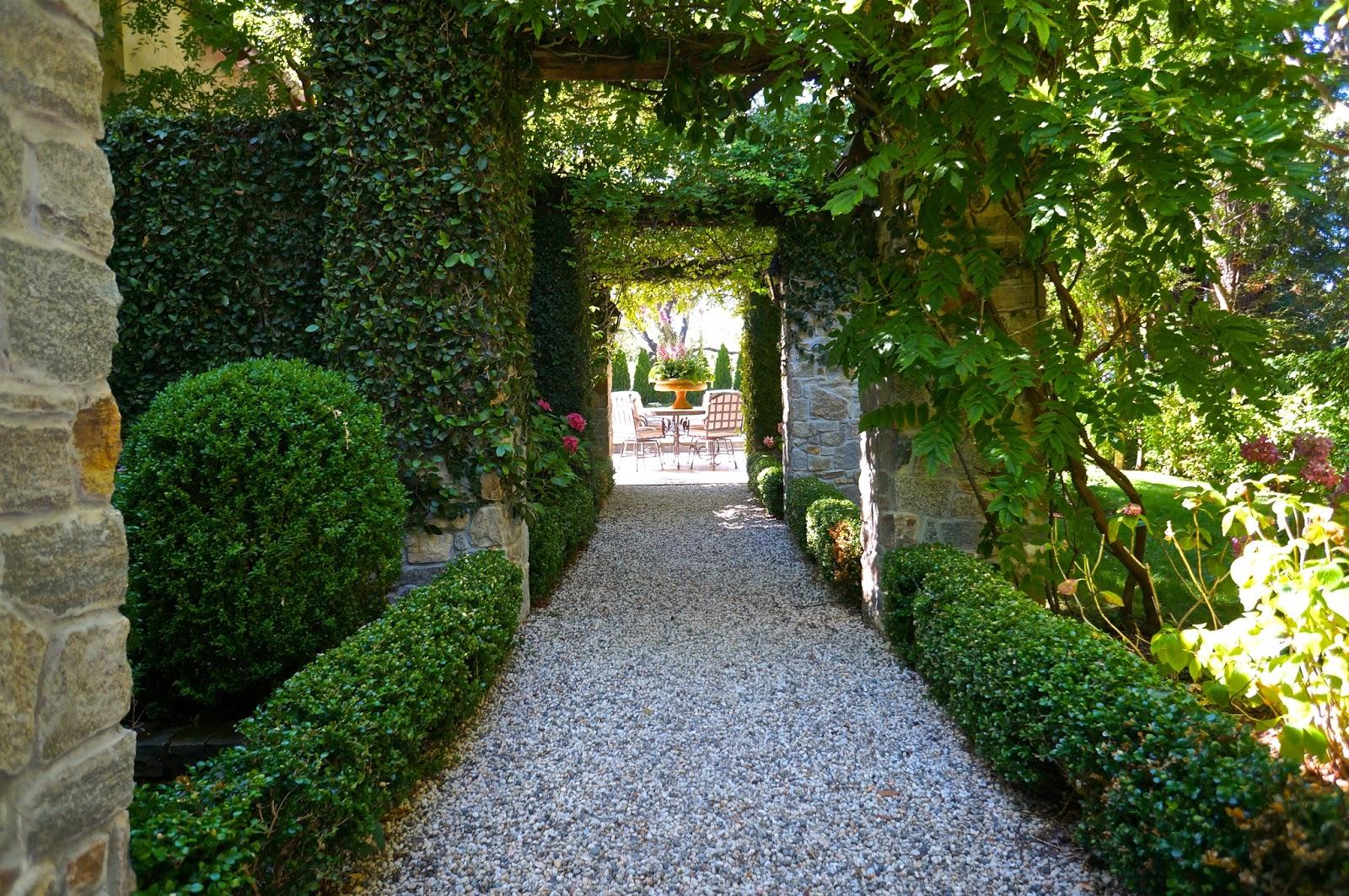 Vignette Design A Romantic Garden In All Its Glory