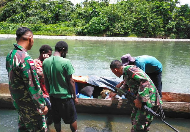 Cegah Peredaran Miras, Satgas TNI Pamtas Yonif 403 WP Sweeping Jalur Perairan di Perbatasan Papua