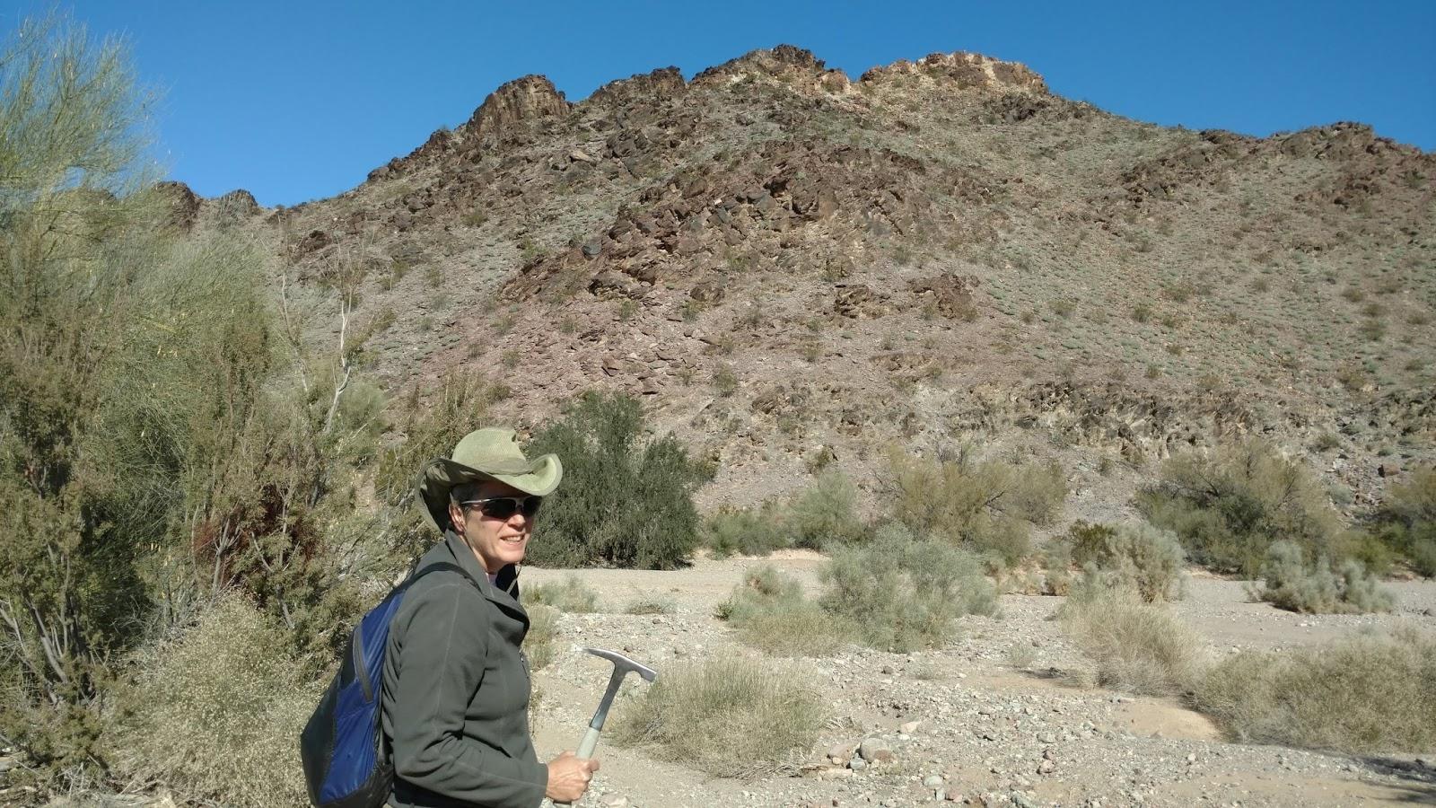 Dave'n'Kathy's Vagabond Blog: Rockhounding at Crystal Hill