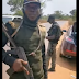 Nigerian man confronts police officer who allegedly planted marijuana in his car in Enugu (videos)