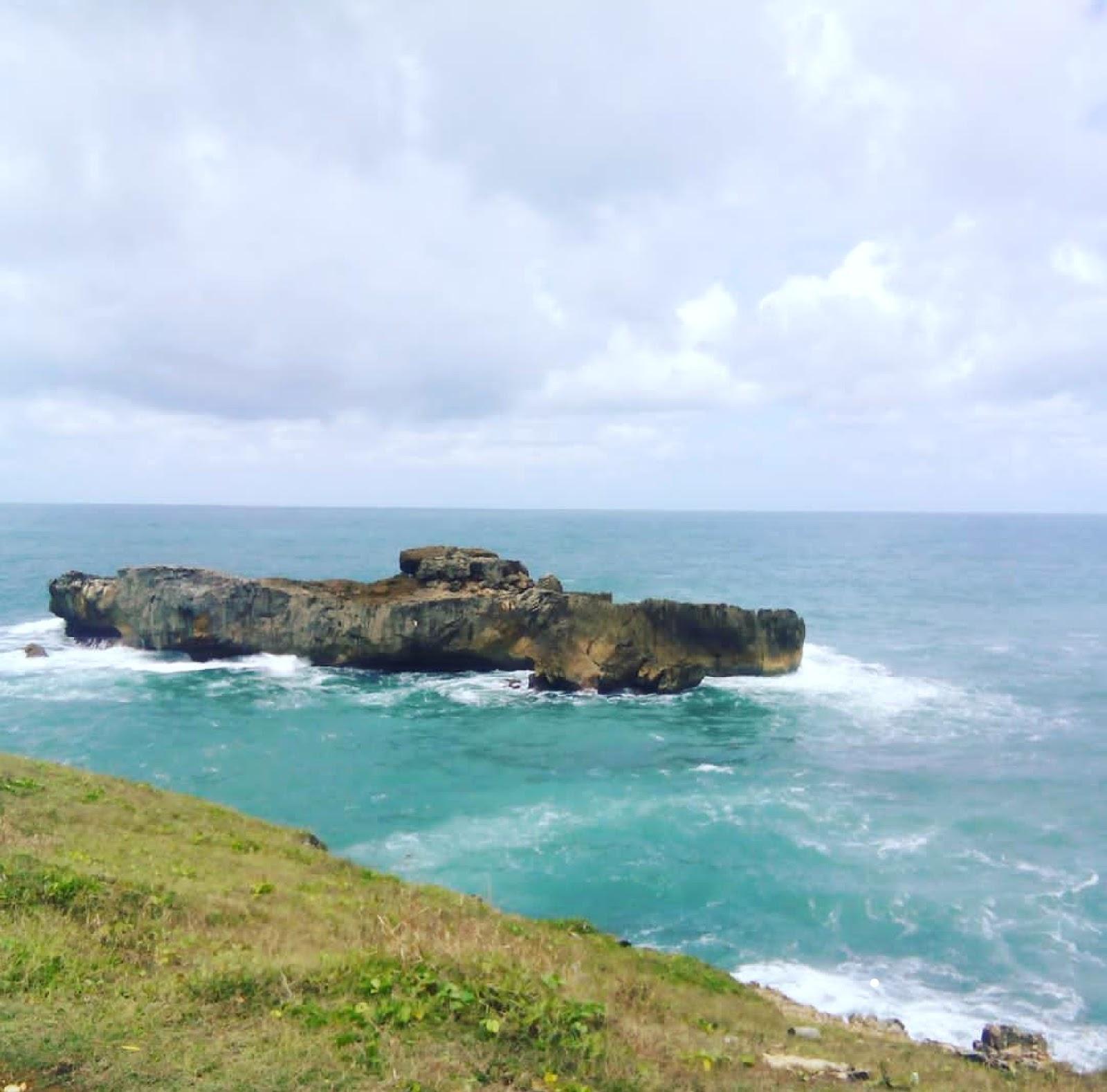 10 Gambar Pantai Watu Bale Pacitan Jawa Timur, Rute + Lokasi dan Penginapan