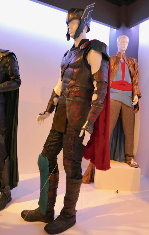 Chris Hemsworth Thor Ragnarok costume