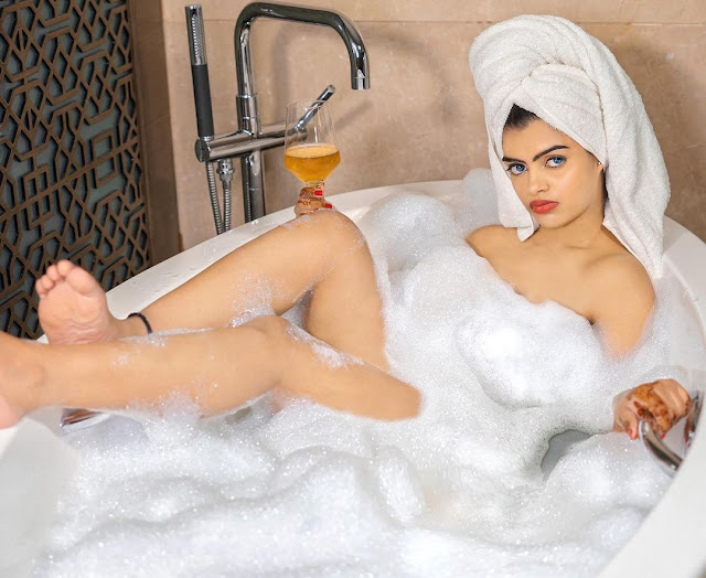 prachi singh raise temperature of-internet while enjoying bubble bath