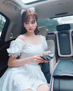 Ngọc Trinh nhiều lần mặc váy bánh bèo đẹp đến nao lòng