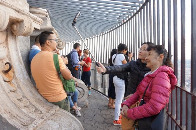 Kokemuksia Roomasta ja Vatikaanista / Pietarinkirkko aikaisin aamulla ilman ruuhkia