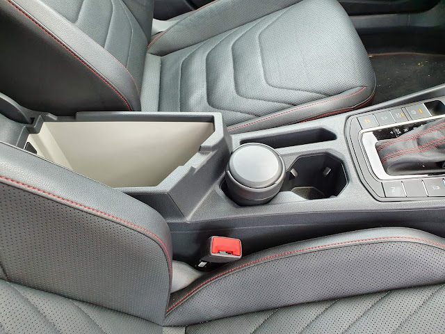 VW Jetta 2020 GLi Turbo - porta-objetos do console central