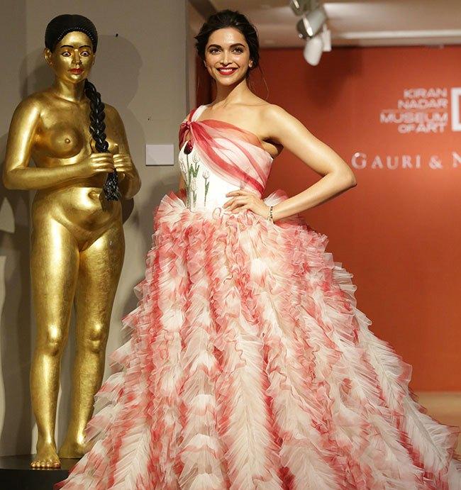 Deepika Padukone Hot In Red Dress At Gauri and Nainika ...