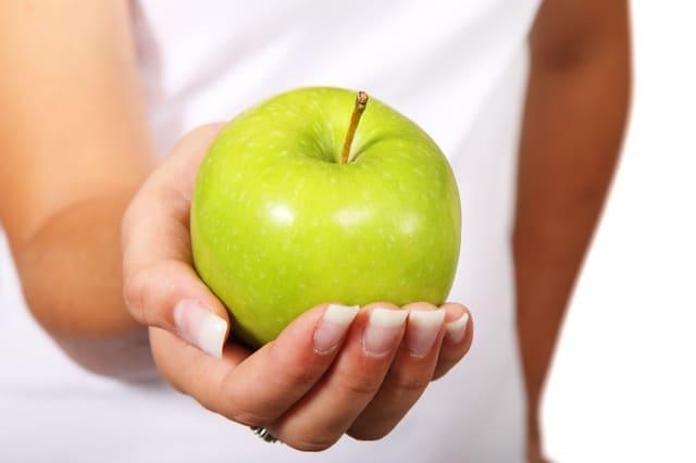 ماهي فوائد التفاح الأخضر علي الريق؟