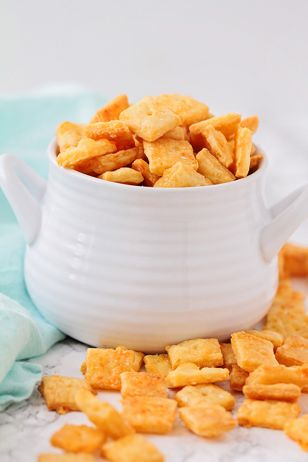 These homemade cheez-it crackers are so deliciously cheesy, and even better than store-bought!