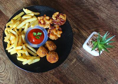 menu makanan yang tersaji pada tempat makan di Bintaro