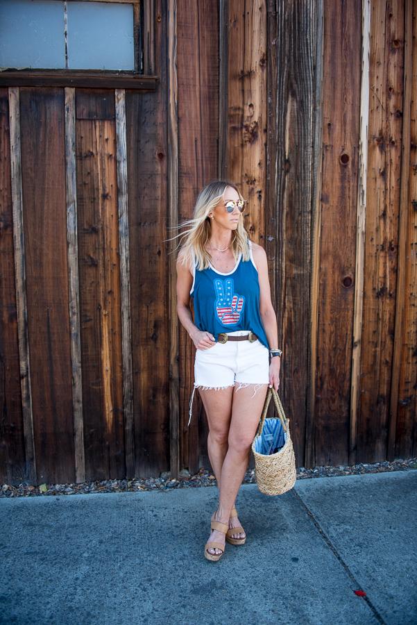 white levi cutoff shorts summer style