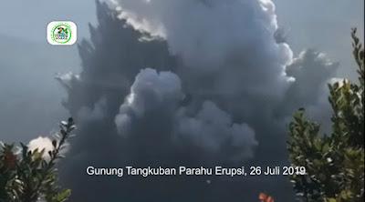 Detik-detik Gunung Tangkuban Parahu Jabar Meletus Semburkan Abu (Erupsi)