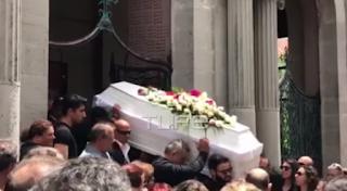 Κηδεία Ζάρλα: Θυμός και οpγή από τον αδελφό του Πάνου μετά την κηδεία - ΕΙΚΟΝΕΣ
