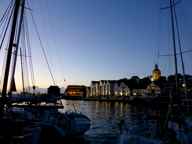 Zona de terrazas y puerto deportivo en Stavanger