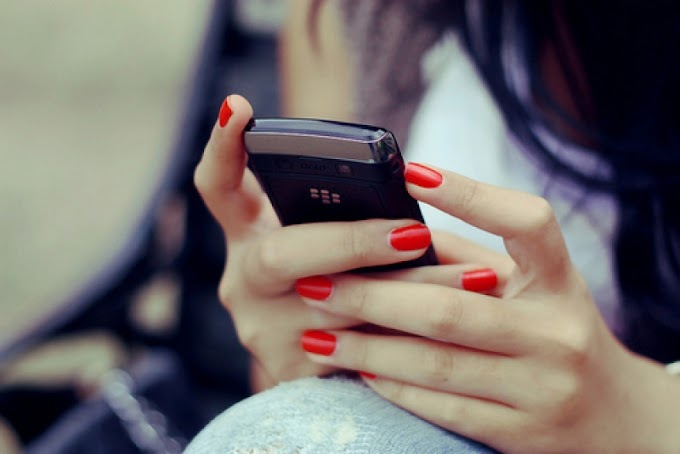 İki elle cep telefonu kullanmayın
