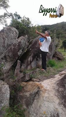 Bizzarri, da Bizzarri Pedras, com seu neto Theo, escolhendo as pedras ornamentais para a execução das construções com pedras, paisagismo com pedras e lagos ornamentais de pedra.