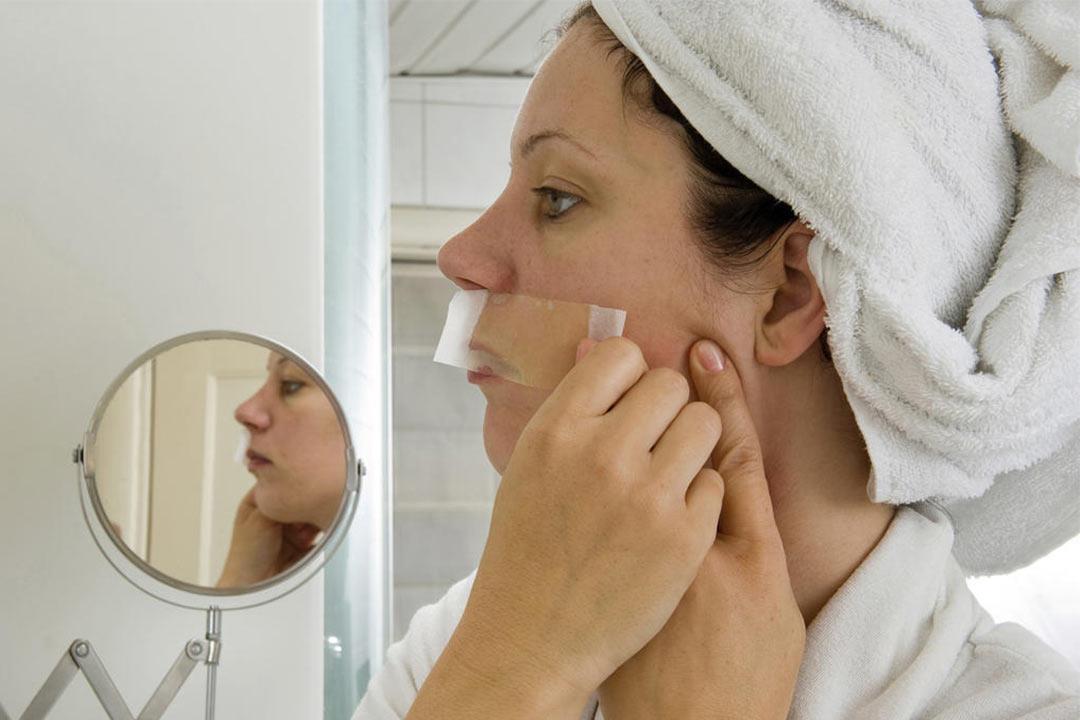 أسباب ظهور الشعر في ذقن المرأة.