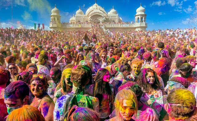 Most Popular and famous festivals in India : Holi