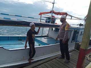 Bhabinkamtibmas Pulau Barrang Lompo Ajak Warganya Terapkan Protokol Kesahatan