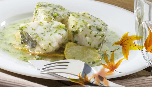 Bacalao Noruego tradicional en salsa verde con patatas