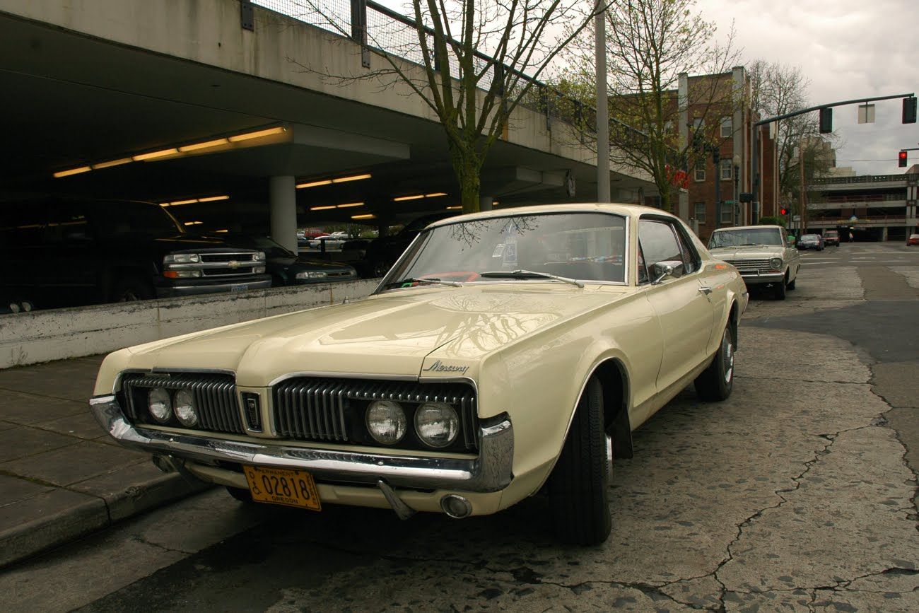 OLD PARKED CARS.: 1967 Mercury Cougar