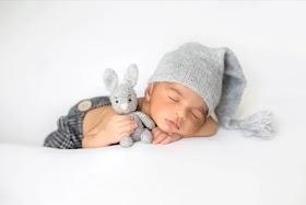 Yenidoğan Bebekler Günde Kaç Saat Uyumalı?