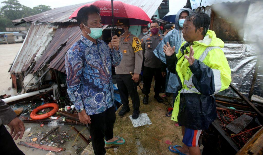 Walikota Batam Memediasi Pengusaha dan Warga Yang Rumahnya Dihantam Tongkang di Tanjunguma