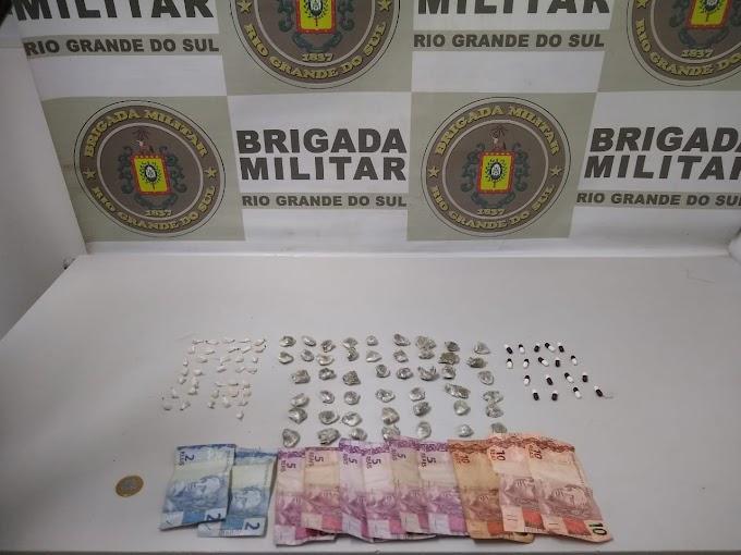 BM realiza prisão por tráfico de drogas na Morada do Vale II em Gravataí