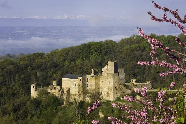 Castillo cátaro de Saissac en Francia