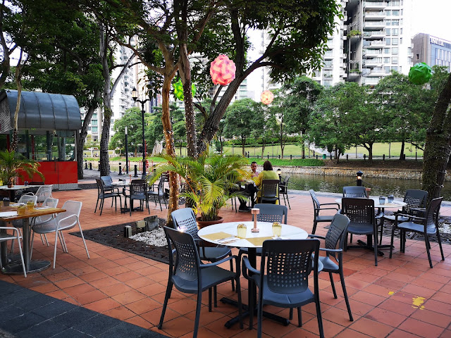 Alfresco dining at Grand Copthorne Waterfront