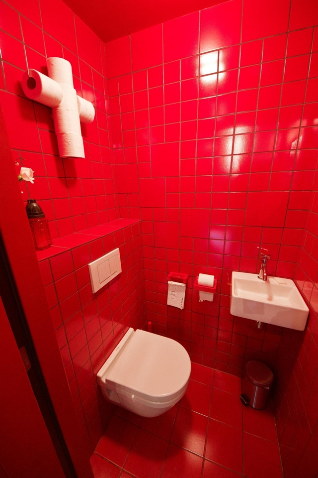 Picture of small red bathroom with white furniture