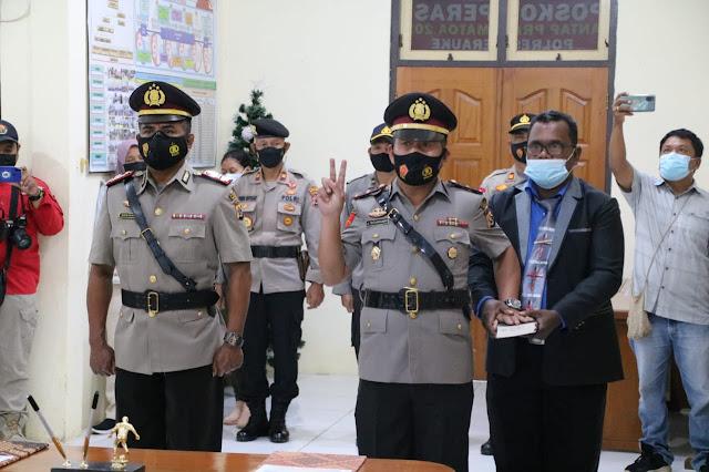 Untung Sangaji Pimpin Upacara Sertijab Simson Sitanggang Sebagao Kapolsek Onggaya.lelemuku.com.jpg