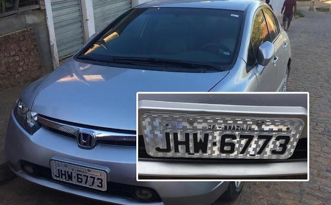 Mecânico é preso por falsificar placa de carro em que Brasília aparece escrito com 'z'