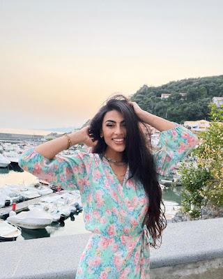Giulia Salemi foto abbigliamento influencer a Maratea 27 luglio