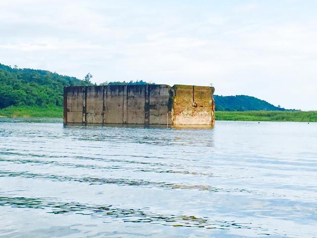 วัดศรีสุวรรณเก่า เป็นวัดของชาวกระเหรี่ยง เป็ดวัดที่จมอยู่ใต้น้ำมากที่สุดเมื่อเวลาน้ำขึ้นเหลือไว้เพียงบางส่วนที่โผล่พ้นน้ำ