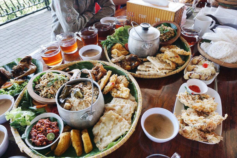 Ngopi di Kebon, Bandung