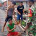 Bantu Perbaiki Jembatan, Babinsa Tumbuhkan Semangat Gotong Royong Masyarakat