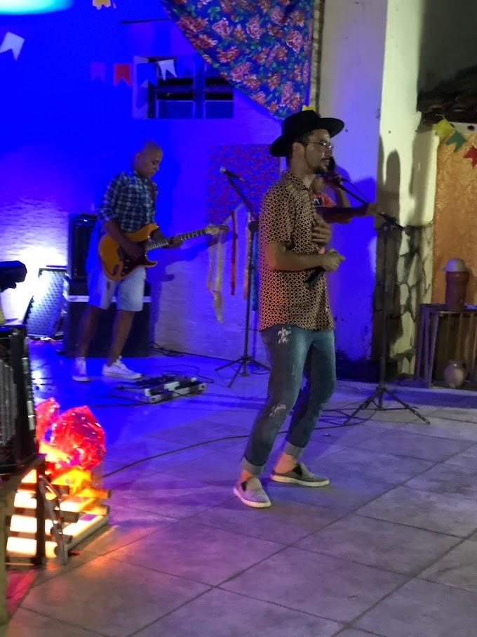 """Veja alguns momentos da live """"São João entre Amigos"""" que aconteceu em Pedreiras"""